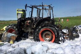 Tractor in brand in Uitgeest