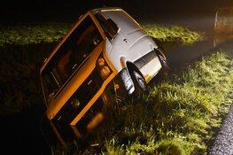 Bestelbus te water in Uitgeest: bestuurder spoorloos